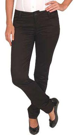 Bacak boyunuza güveniyorsanız, skinny pantolonlar ve babetler harika duracaktır.  Nerelerde bulabilirsiniz?  Zara, Mango, YKM